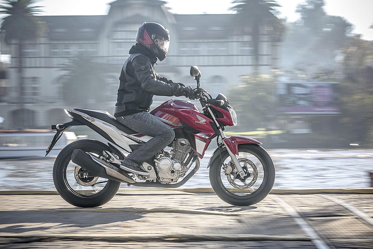 Honda CB 250 Twister 16
