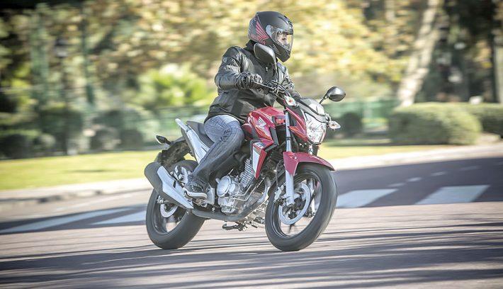 Honda CB 250 Twister 6
