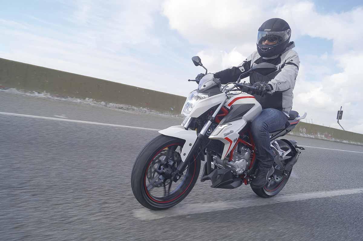 Test Ride: Bajaj Rouser RS 200 - Motoblog