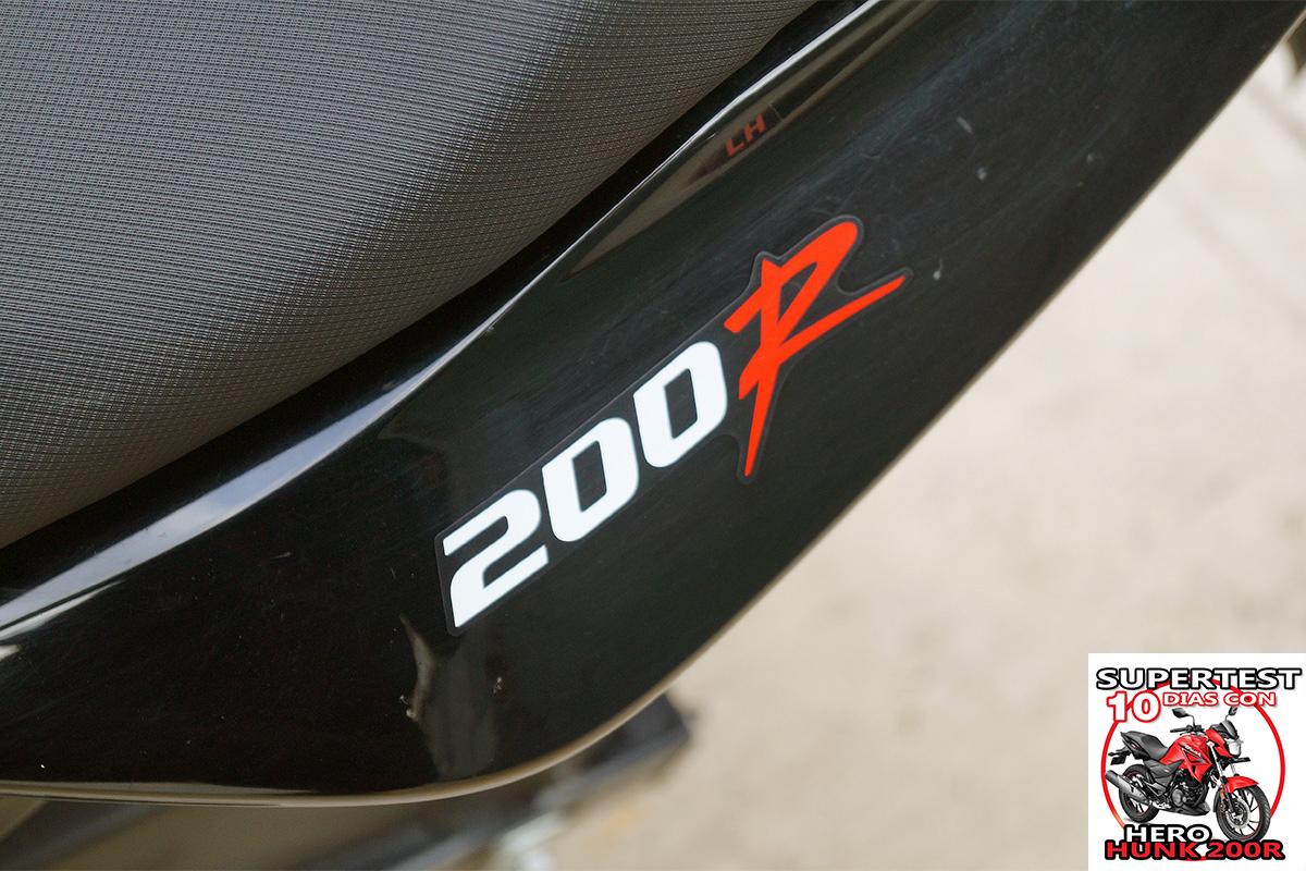 Hero Hunk 200R en autopista relleno 1