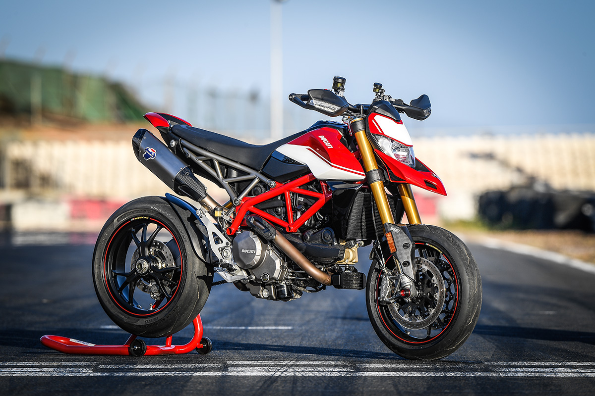 Hypermotard 950 SP Static 18 UC70318 High