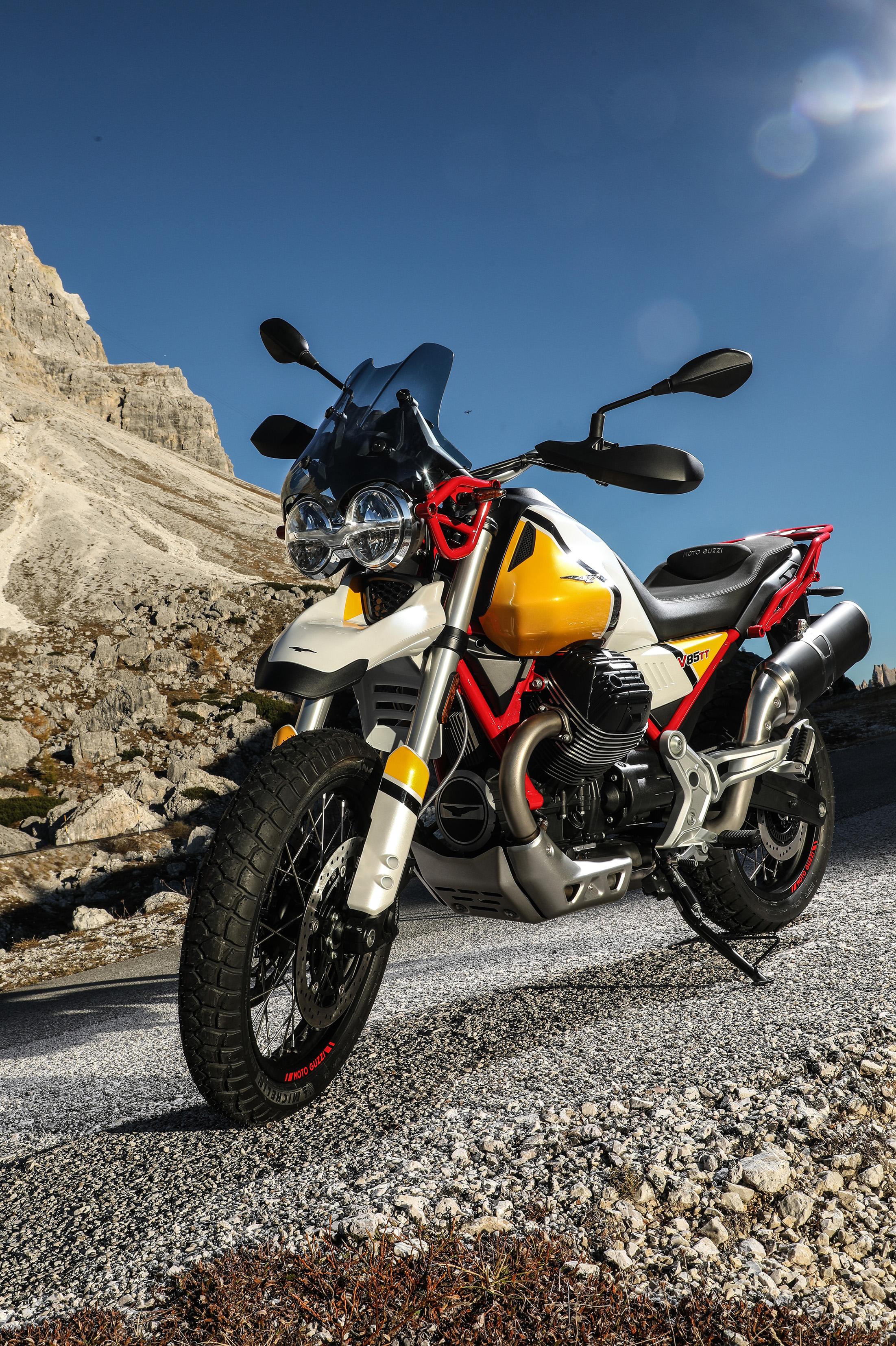 33 Moto Guzzi V85 TT