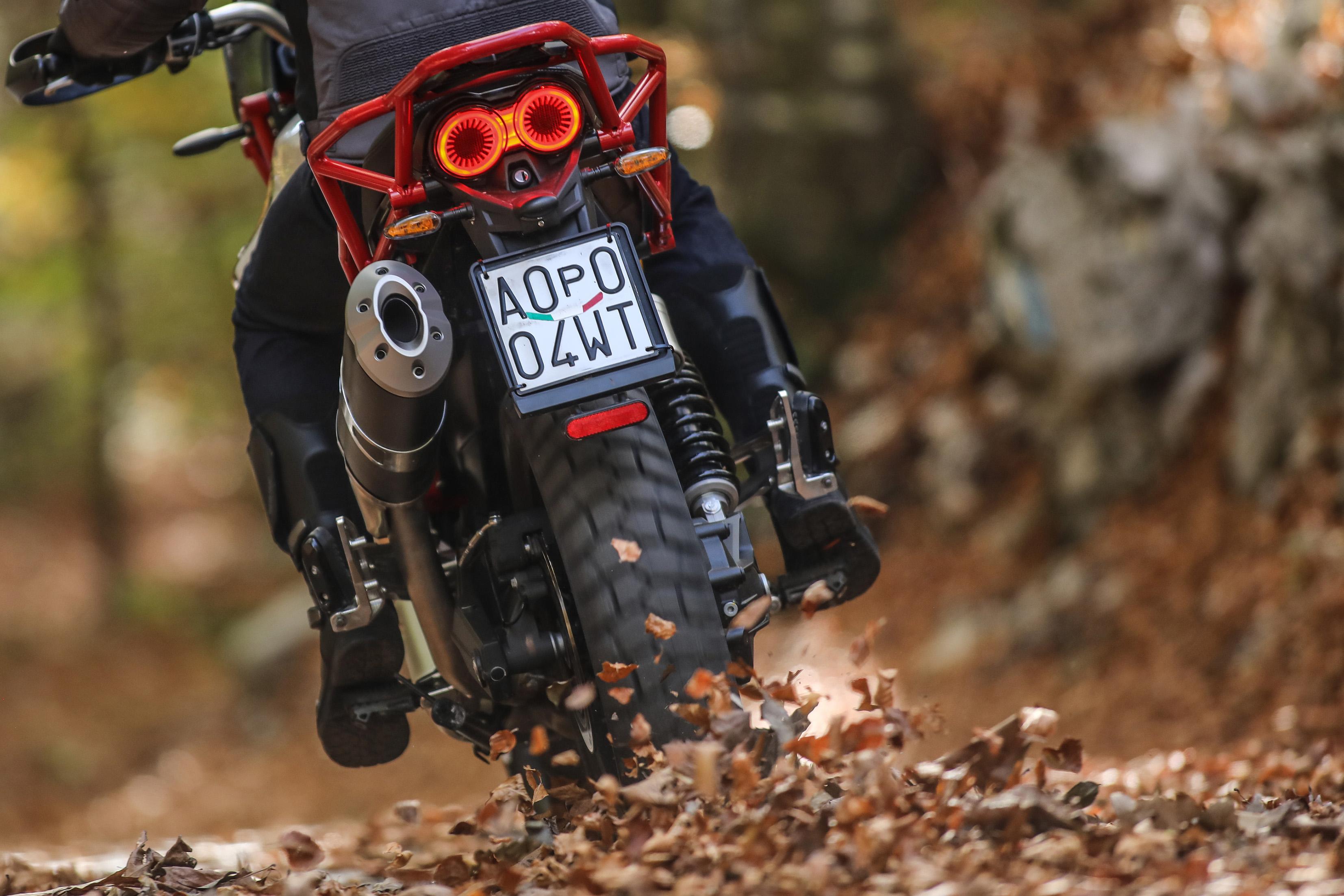 65 Moto Guzzi V85 TT