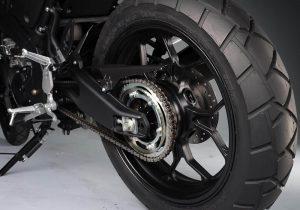 Yamaha XSR155 basculante