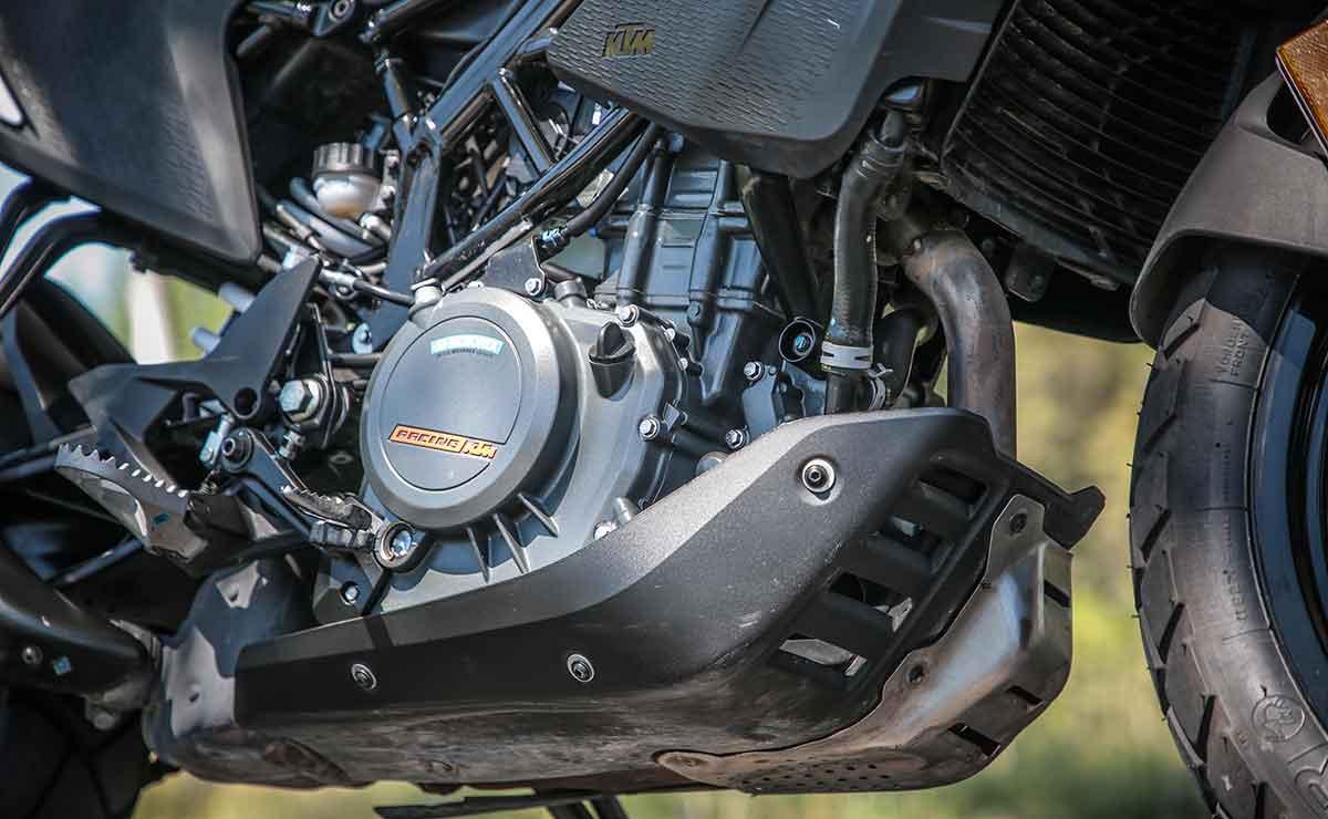 KTM 390 Adventure motor detalle