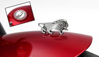 Benelli Leoncino 500 Sport portada leon detalle tanque