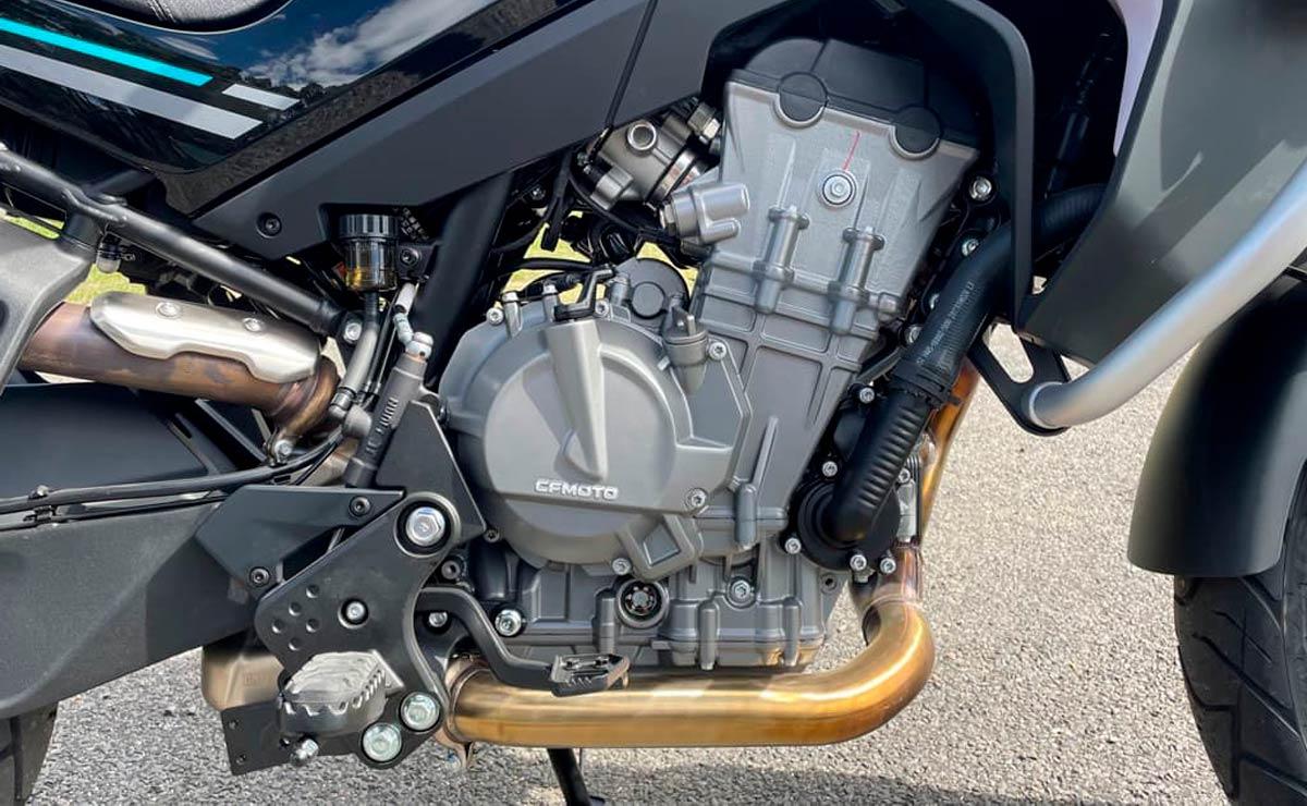 CFMoto 800 MT detalle motor