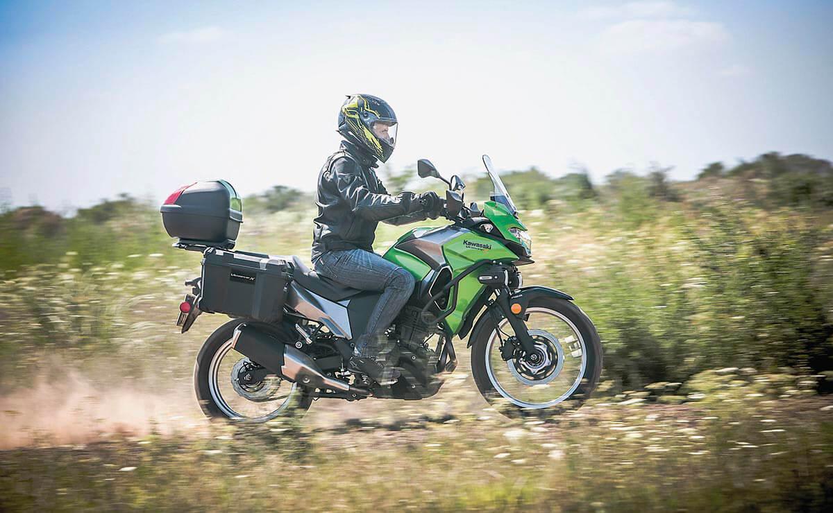 Kawasaki Versys 300 accion campo lateral derecho