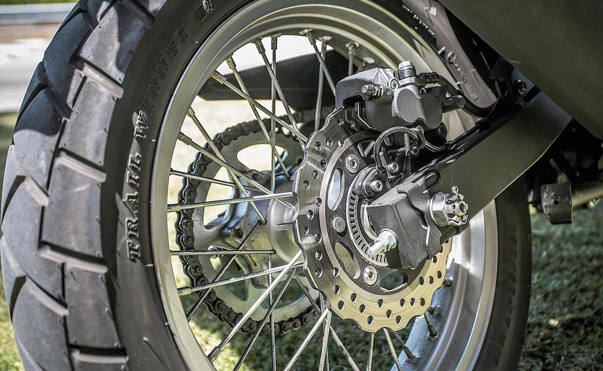 Kawasaki Versys 300 freno trasero