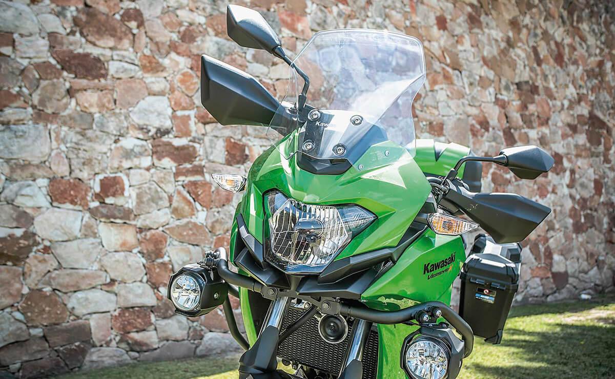 Kawasaki Versys 300 optica delantera detalle
