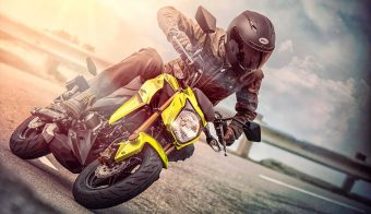 Kawasaki Z125 Pro amarilla frente accion