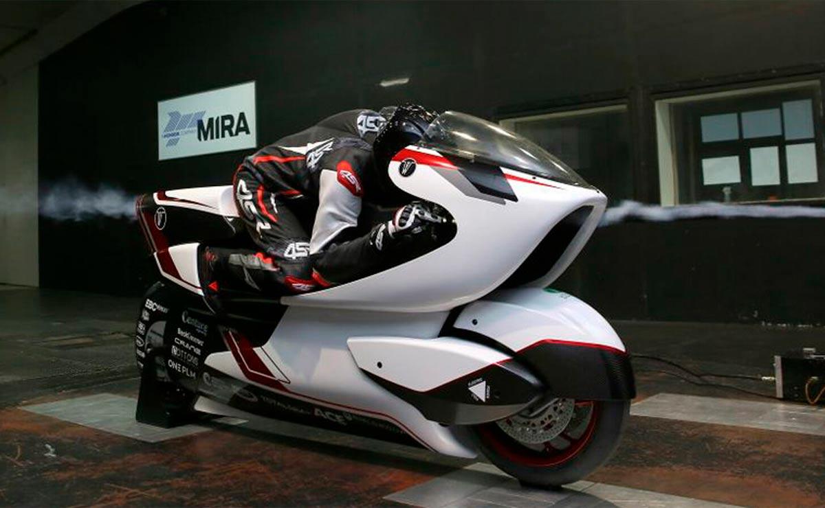 La moto más rápida del mundo vista lateral con piloto