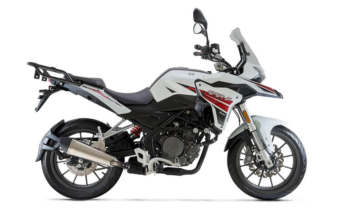Mejores motos de baja cilindrada para viajar Benelli TRK 251