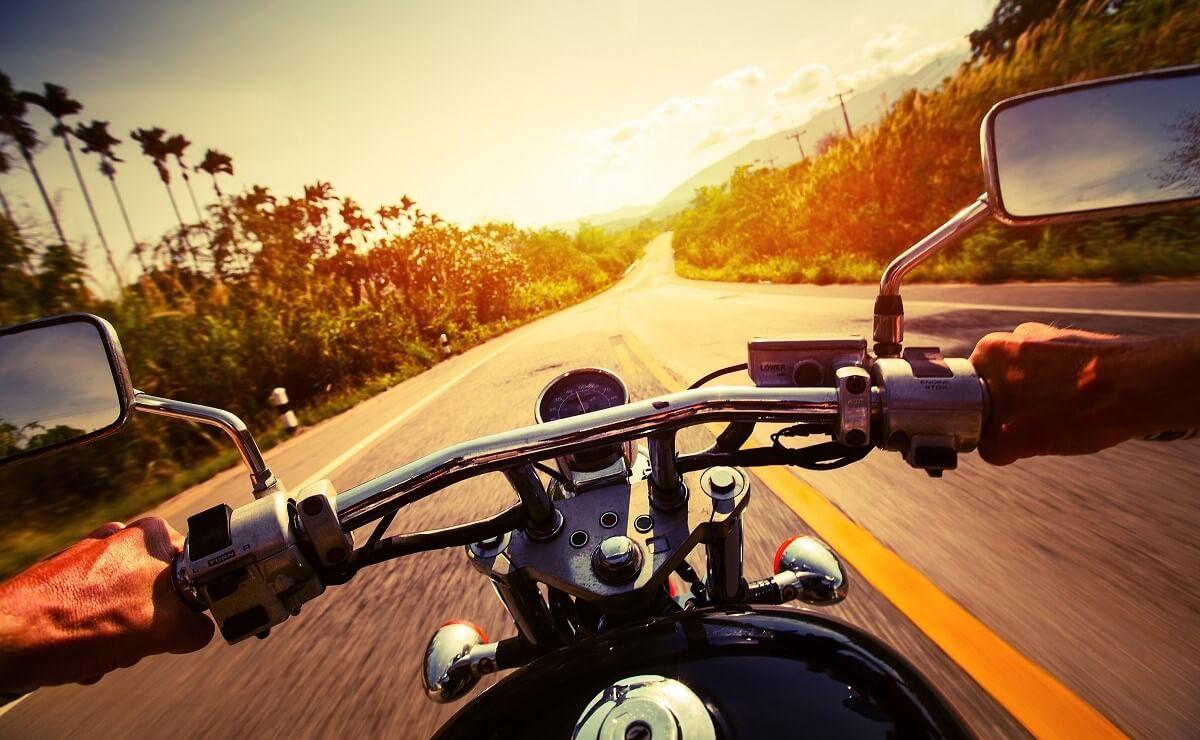 Mejores motos de baja cilindrada para viajar vista piloto