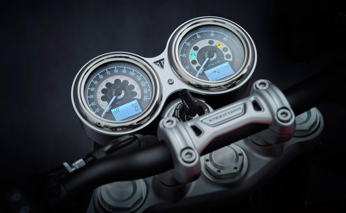 Triumph Speed Twin 2021 vista detalle instrumental