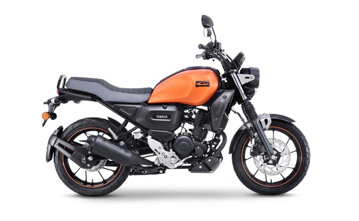 Yamaha FZ-X naranja lateral derecho