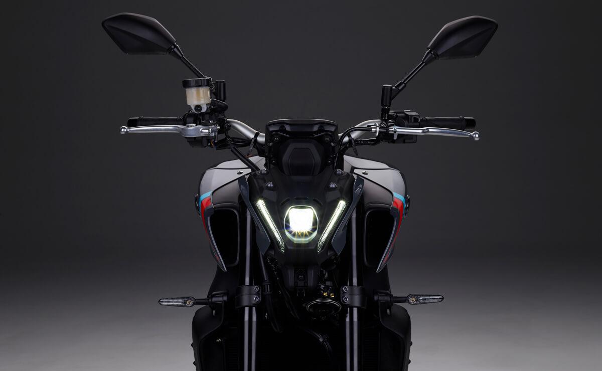 Yamaha MT-09 en Argentina detalle optica delantera