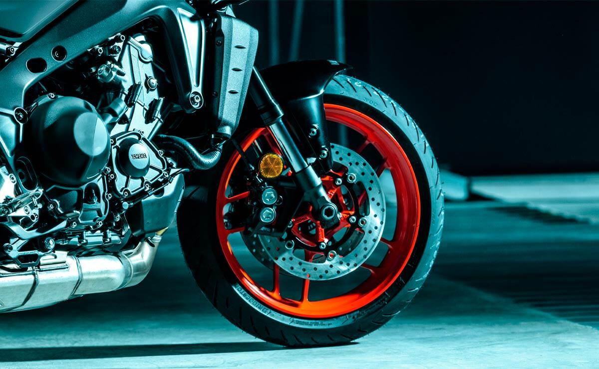 Yamaha MT-09 en Argentina detalle rueda delantera freno suspensiones