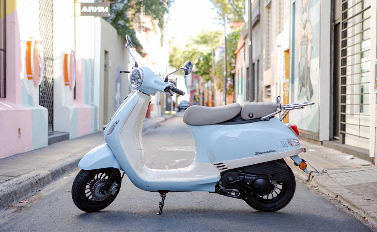 Zanella scooter Exclusive LT en la calle