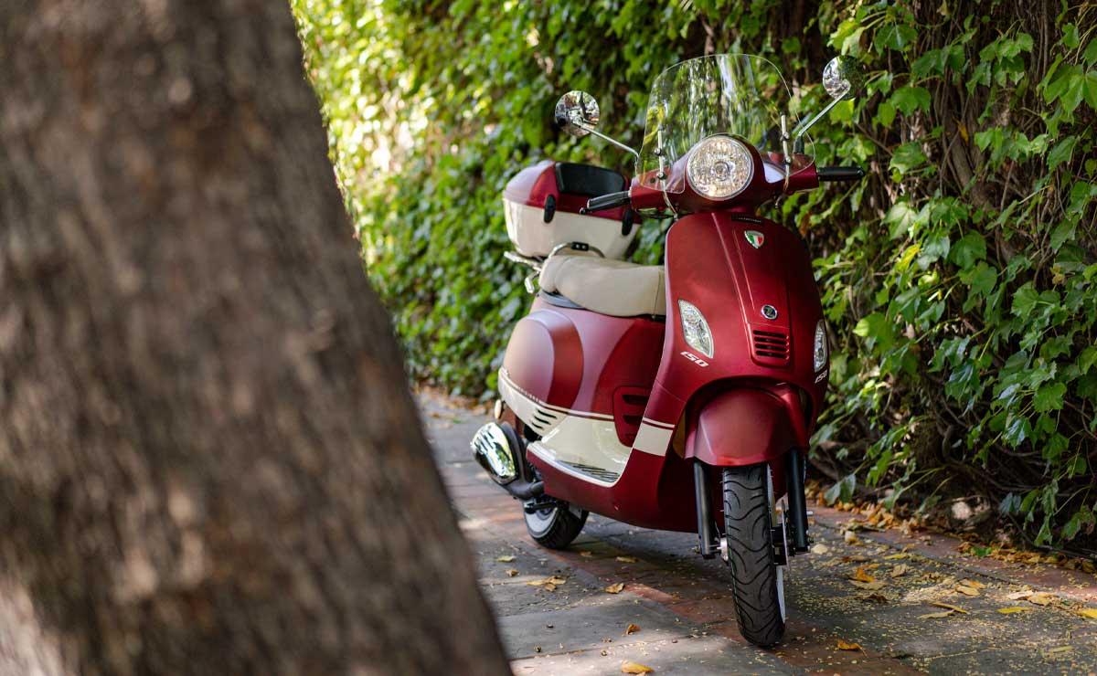 Zanella scooter rojo accion detenida