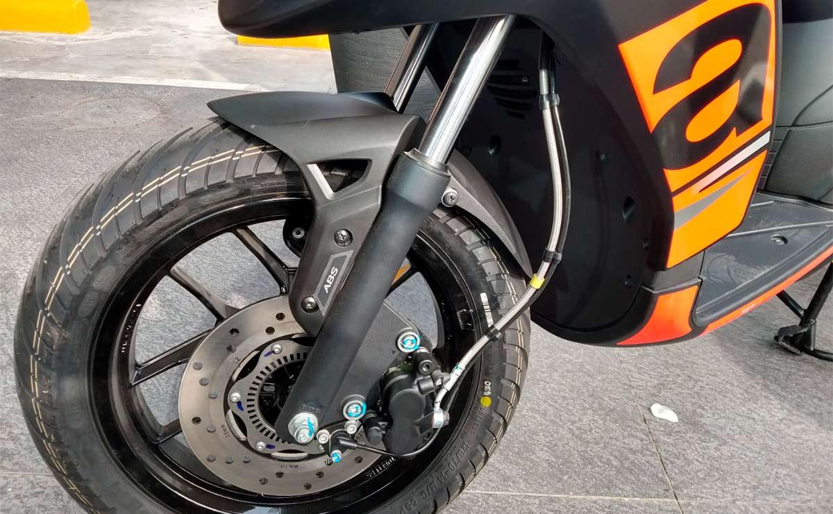 Aprilia RS160 detalle freno suspensión rueda delantera