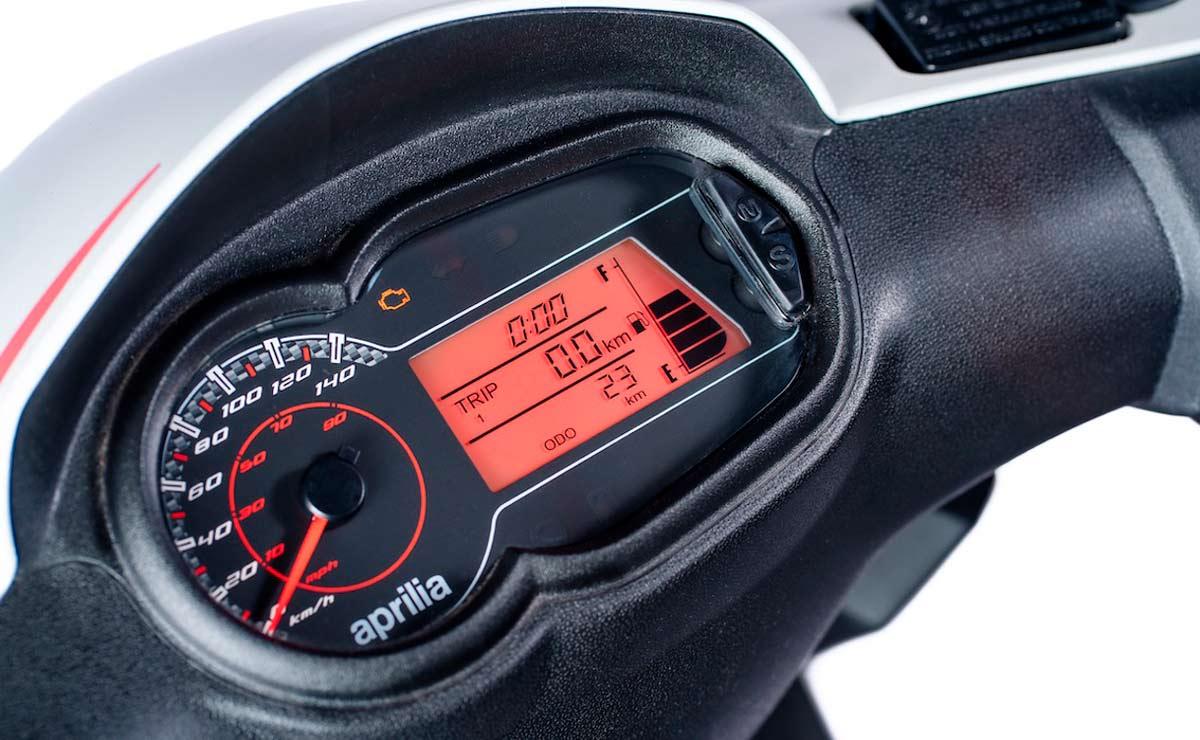 Aprilia RS160 detalle panel instrumental