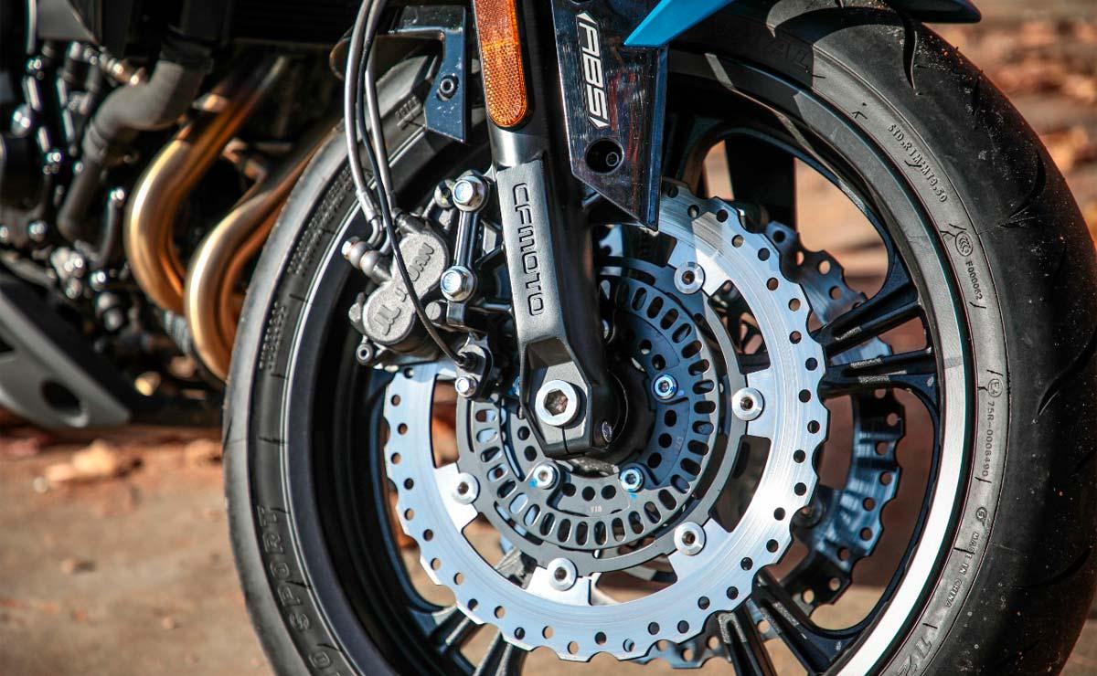 CFMoto RZ 400 freno y suspensión delantera
