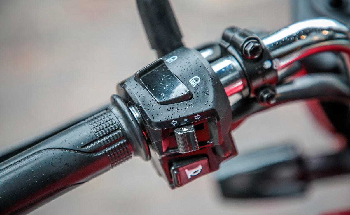 Honda gaucha GLH 150 roja detalle comandos piña izquierda