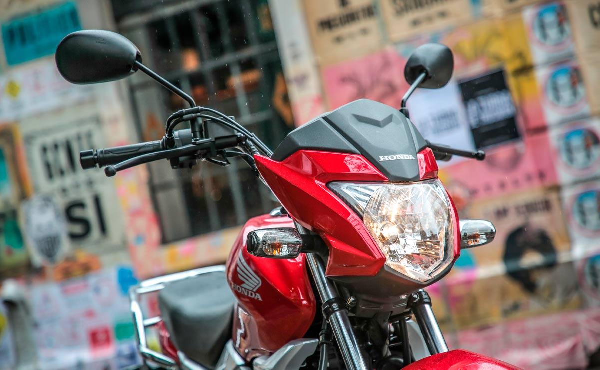 Honda gaucha GLH 150 roja detalle faro principal