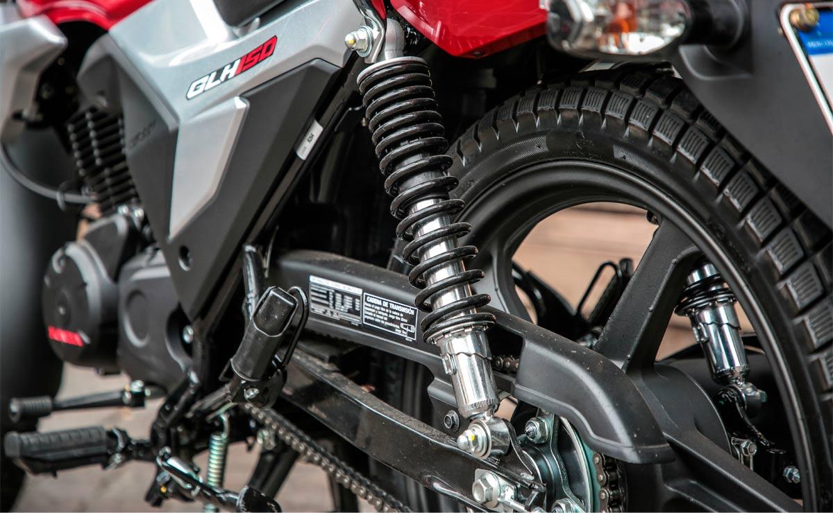 Honda gaucha GLH 150 roja detalle suspensión trasera