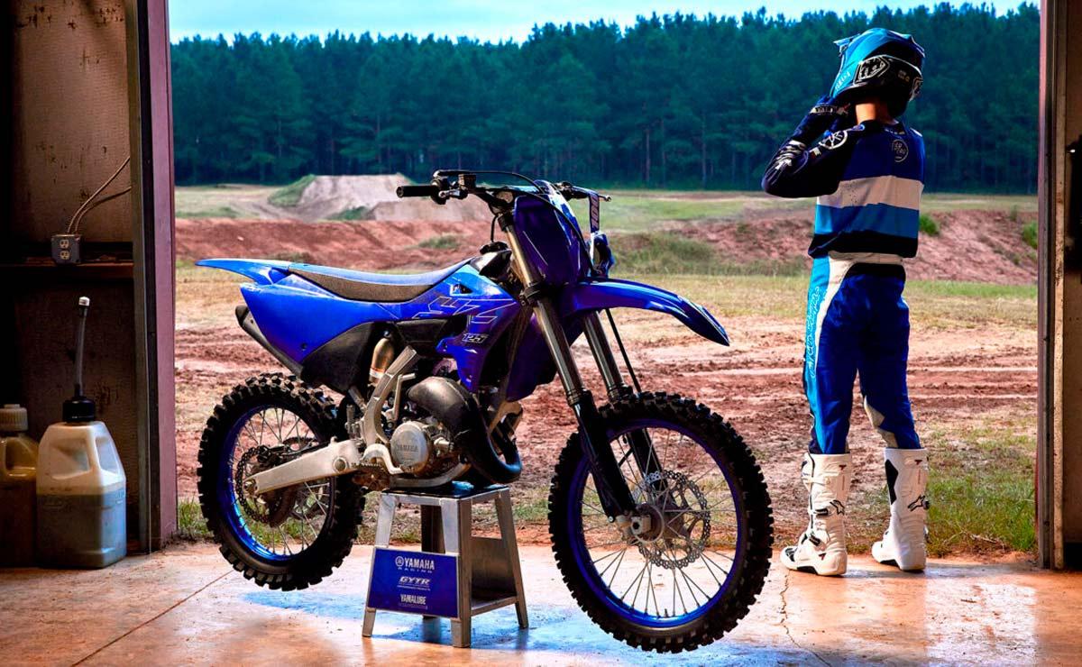 Yamaha YZ 125 vista lateral derecha