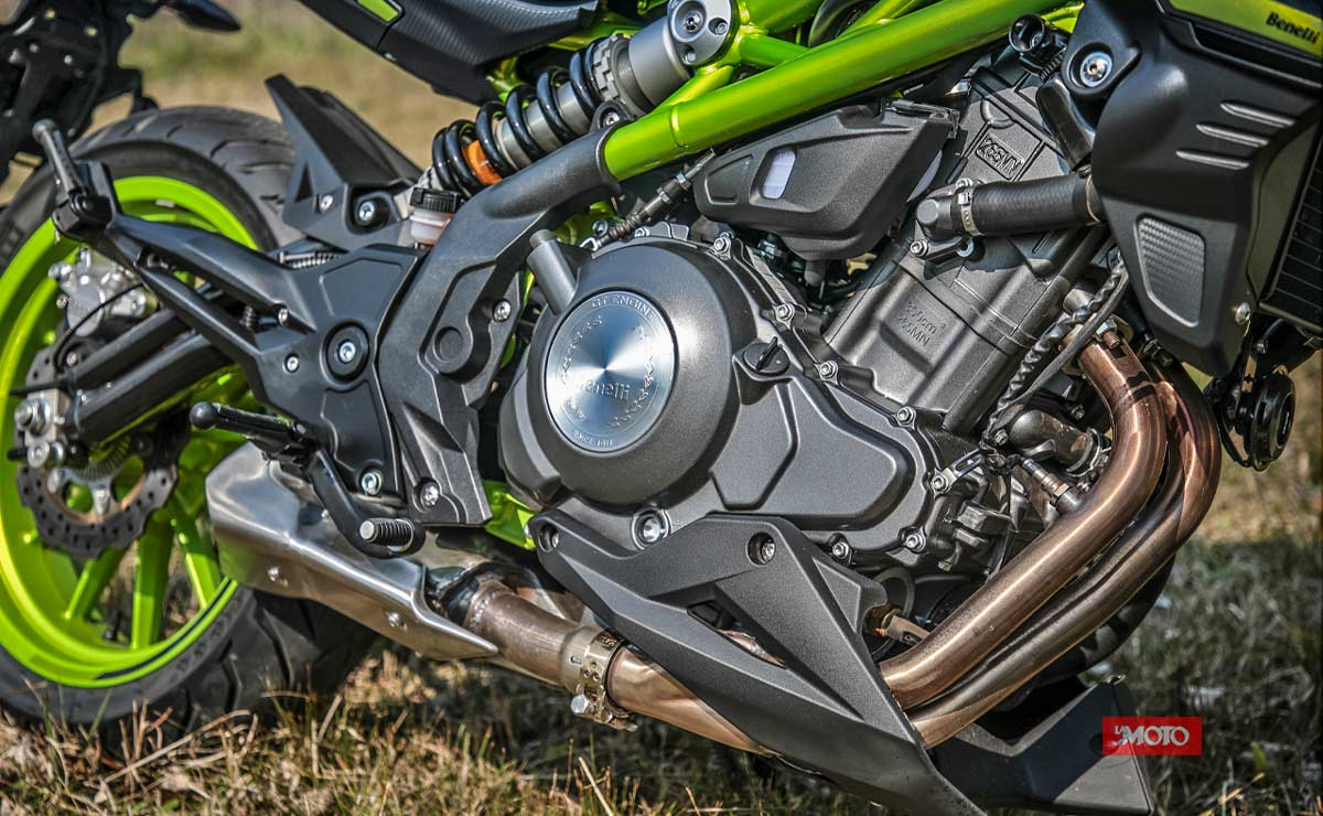 Benelli 302S verde detalle motor