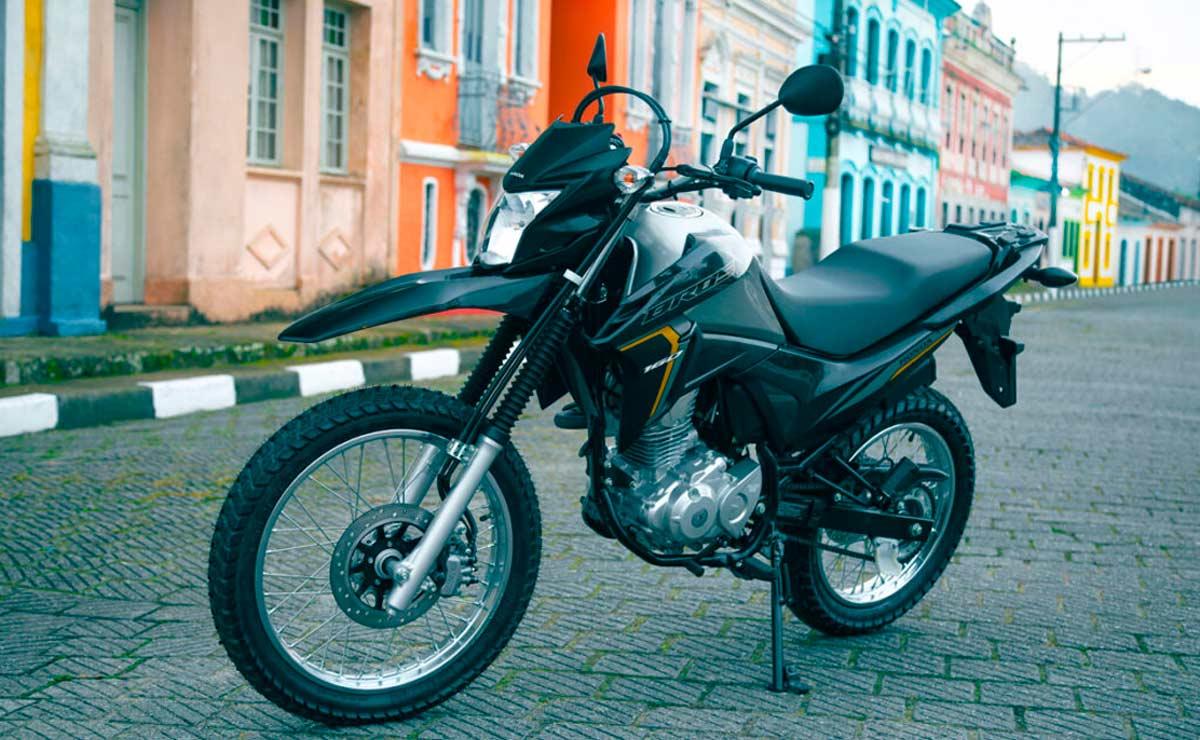 Honda NXR 160 Bros negra estática