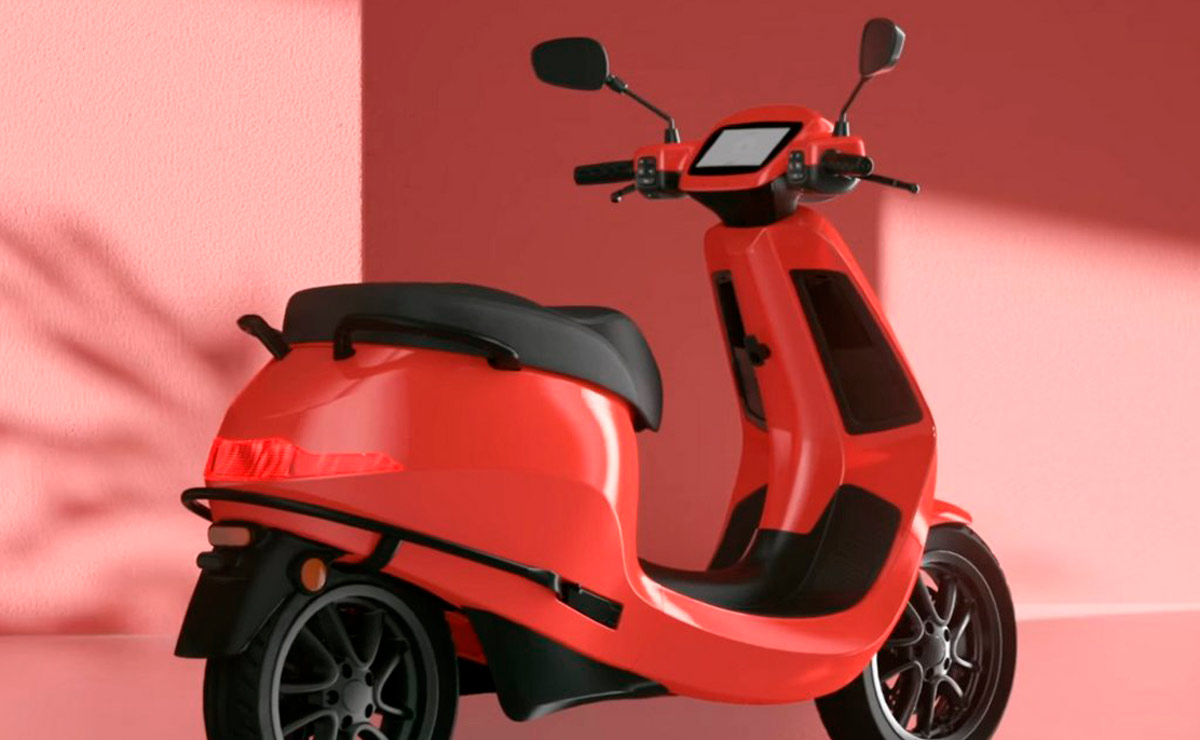 Ola Electric S1 y S1 Pro rojo vista trasera