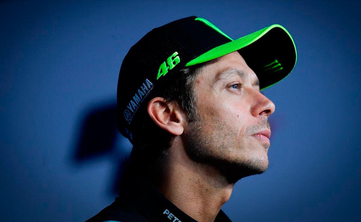 Valentino Rossi conferencia de prensa con gorra
