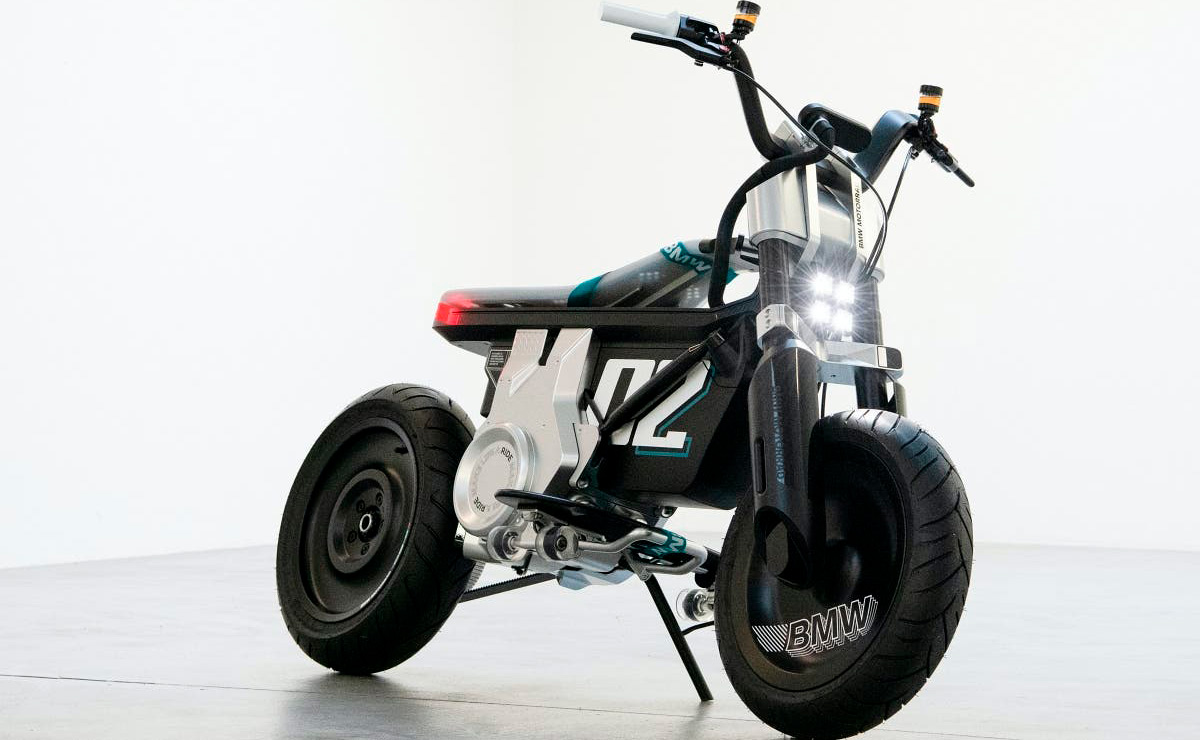 BMW CE-02 Concept fondo blanco lateral derecho frontal