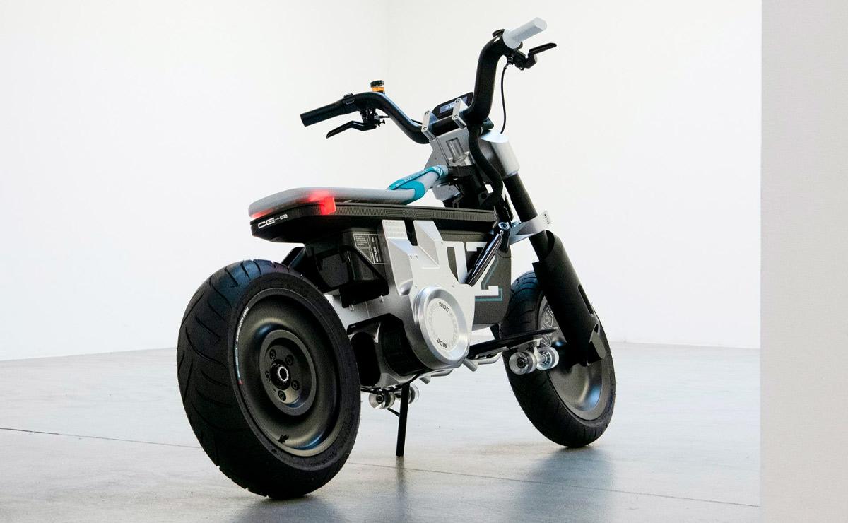 BMW CE-02 Concept fondo blanco lateral derecho trasero
