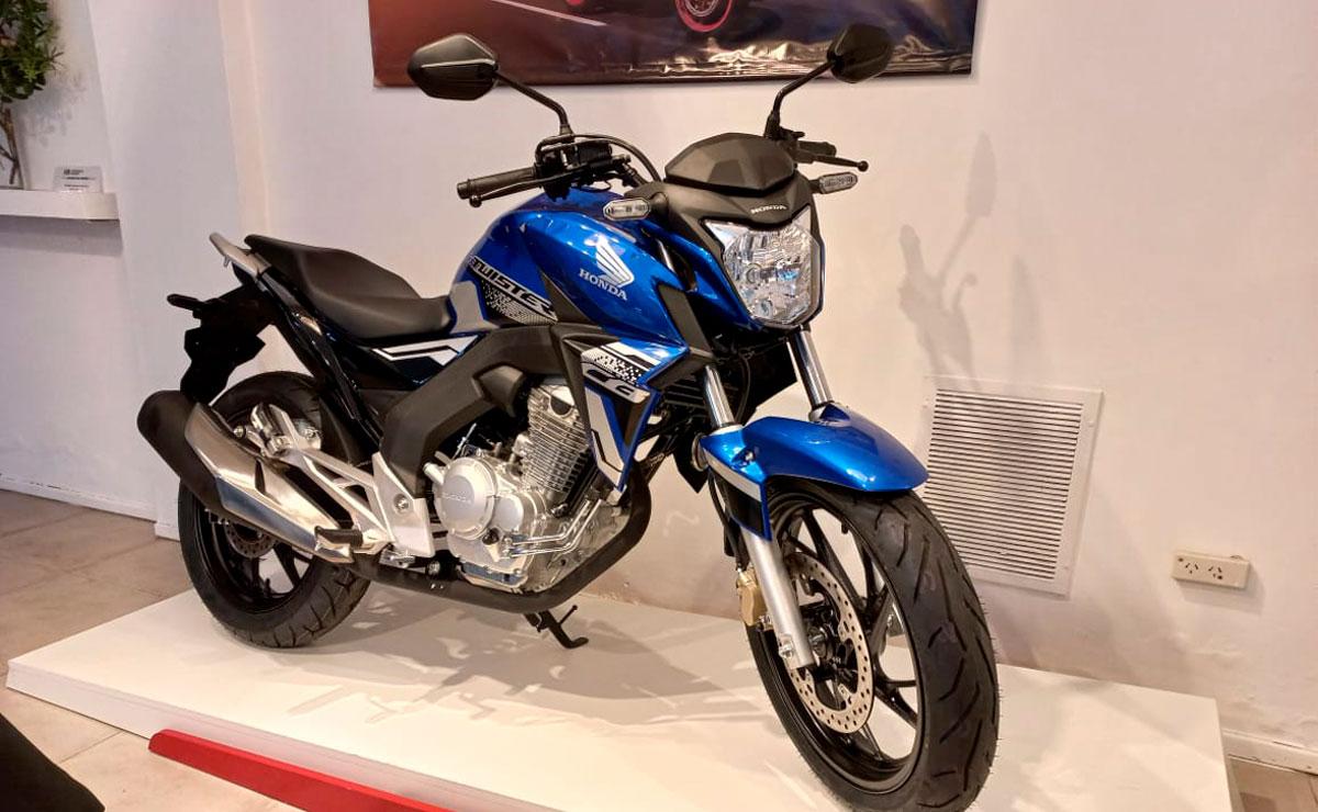 Honda CB250 Twister fabricación nacional azul lateral derecho