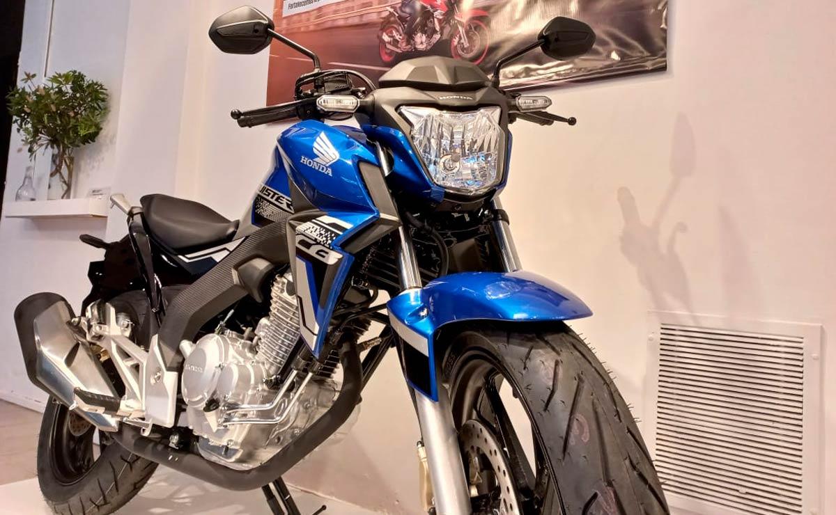 Honda CB250 Twister fabricación nacional detalle faro principal