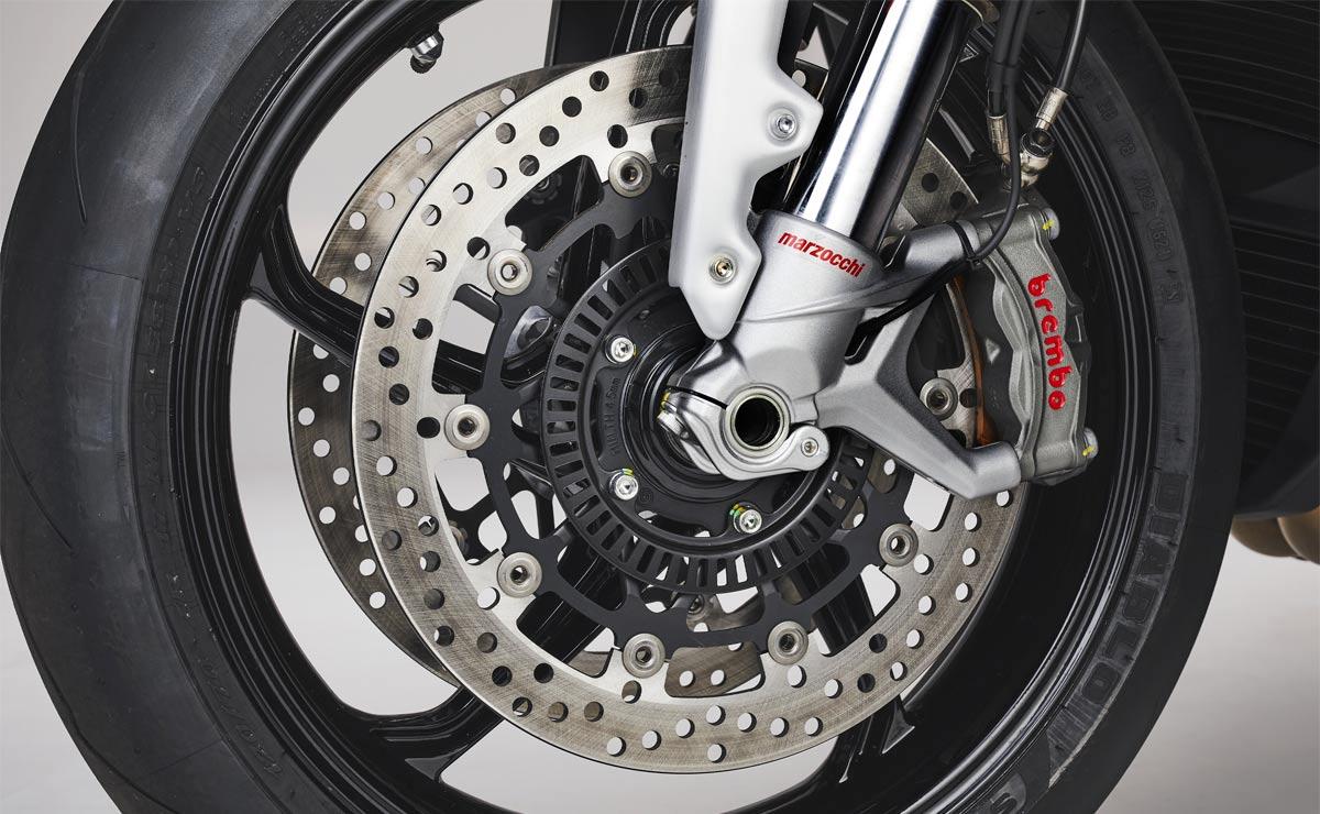 MV Agusta Brutale 1000 RS 2022 detalle frenos delanteros