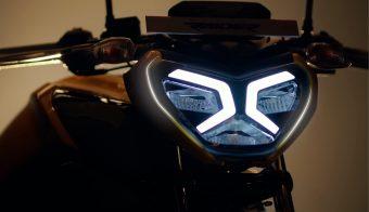 TVS Raider naked deportiva 125cc detalle faro principal