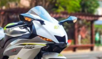 Yamaha R6 copia china detalle faro pantalla