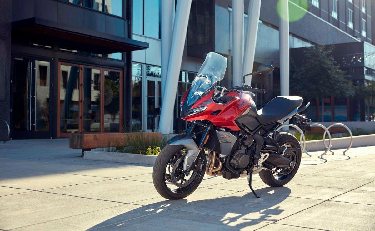 Triumph Tiger Sport 660 2022 roja estática ciudad