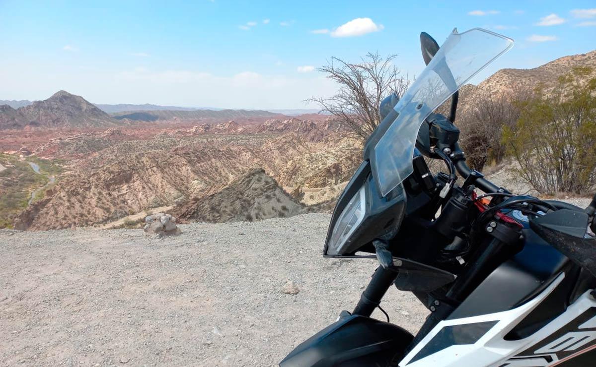 Viajar en moto moto paisaje