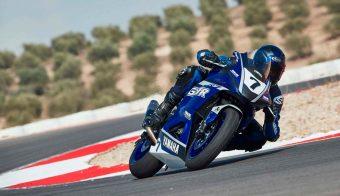 Yamaha R7 Kit Race frontal en acción
